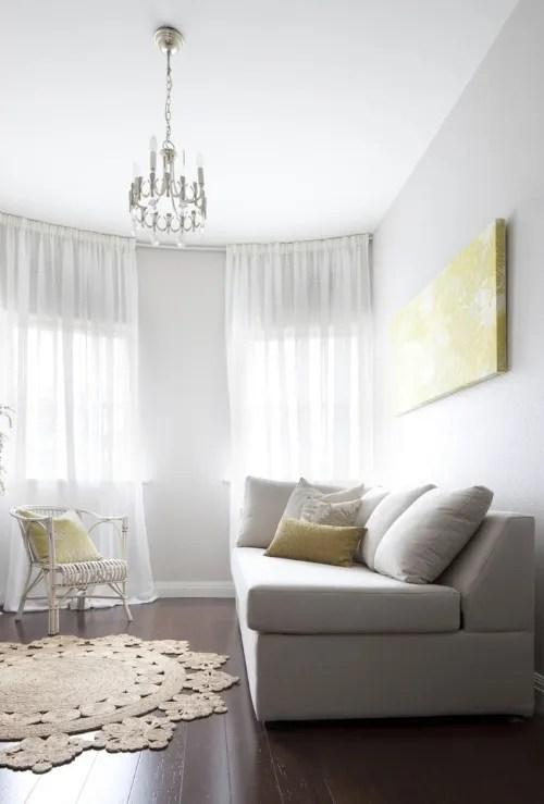 photo geel-interieur-wonen-inspiratie-kleuren-fotos-plaatjes-afbeeldingen-woonaccessoires-kamers-huis-woonkamers-kussen_zps7af7f2af.png