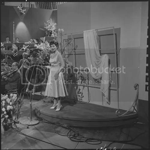 photo Eurovision_Song_Contest_1958_-_Lys_Assia_zpsee5fbedb.png