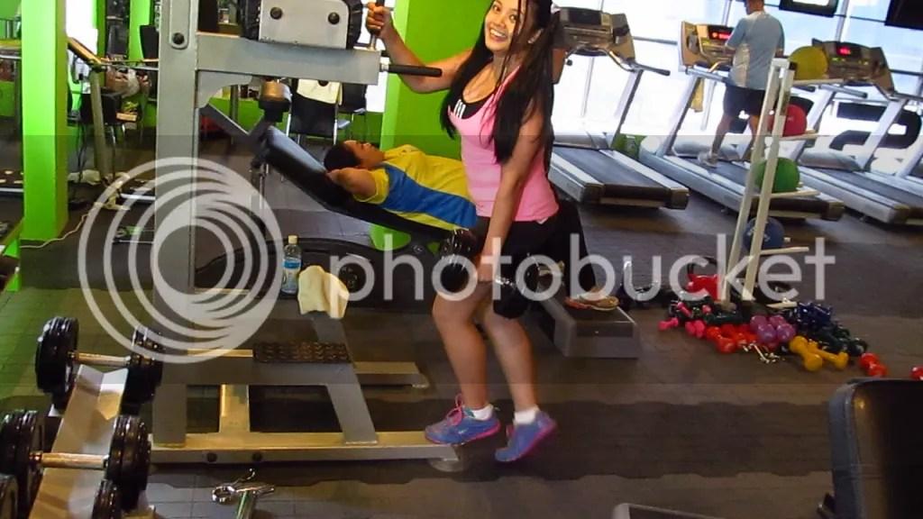 Lara Novales standing calf raise