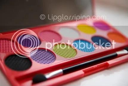 Sleek I-Divine Circus Palette - Bron: www.lipglossipping.com
