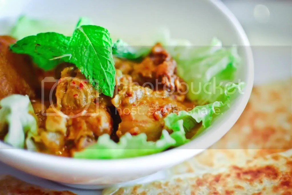 Curry Chicken in Nyonya Style with Bread