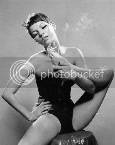photo Kate-Moss-pixie-smoking-with-feet-_zpse84ab650.jpg