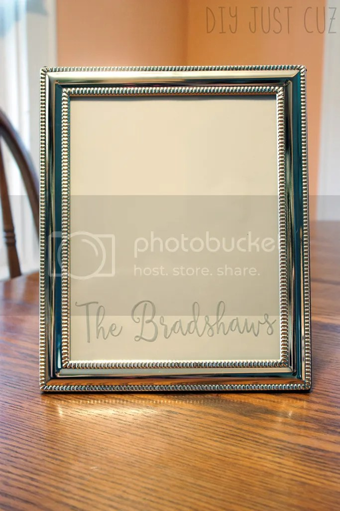 Creating a personalized wedding gift doesn't have to take forever. This tutorial shows you the simple steps to making a personalized wedding gift frame in under 15 minutes! @diyjustcuz
