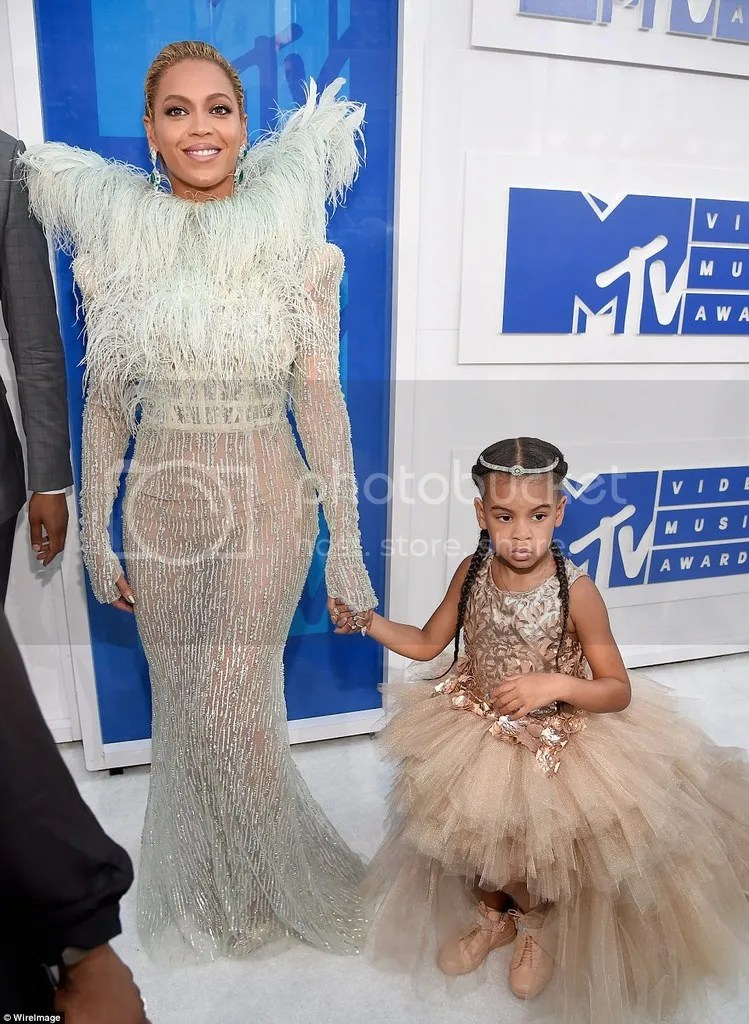 photo 37AA111E00000578-3755431-Tutu_cute_Beyonce_brought_daughter_Blue_Ivy_as_her_date_to_the_M-a-51_1472425634223_zpsb1gvzkn1.jpg