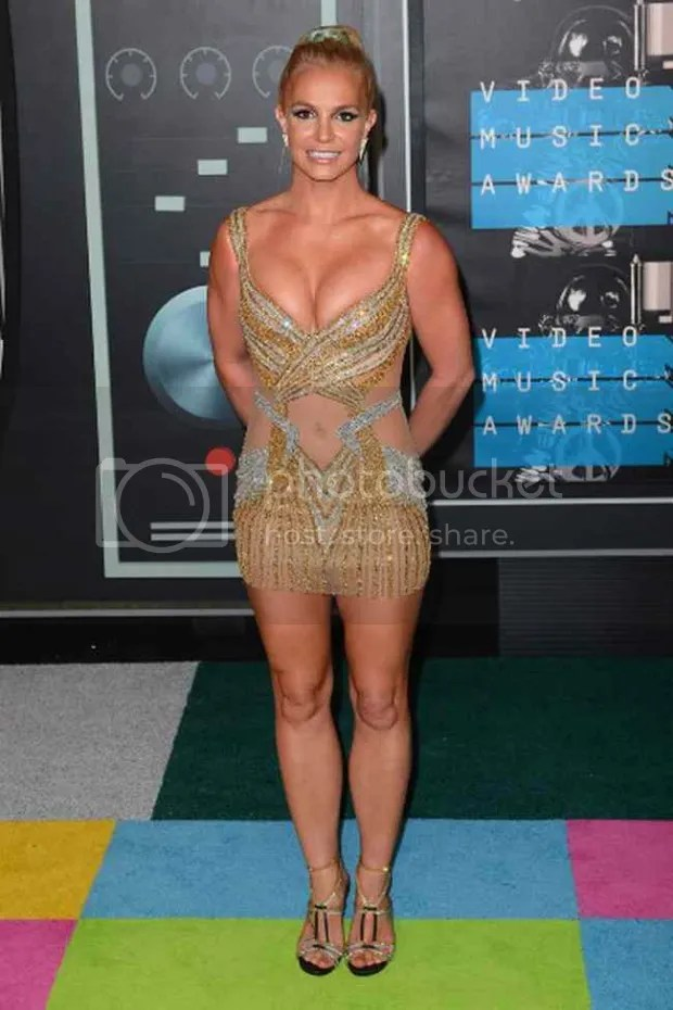 photo Britney-Spears-short-dress-ultra-slinky-golden-and-transparent-on-the-red-carpet-620x930_zpsezooibti.jpg