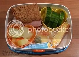 Meloen, boterham, kwark, komkommer en gedroogd fruit