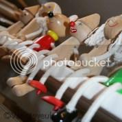Houten speelgoed eerste keus, de meiden kiezen zelf voor plastic met veel geluid, kleurtjes en lampjes!