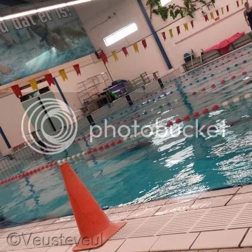 Sporten is belangrijk met hypemobiliteit, onze dochter zwemt.