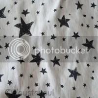 Beige met antraciet sterren printje - zwart vest?