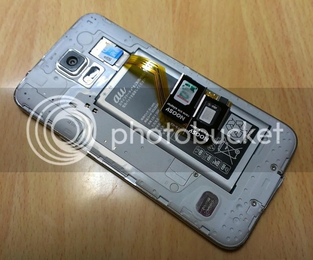 Galaxy S5 SCL23に装着したトリプルSIMカードアダプタ