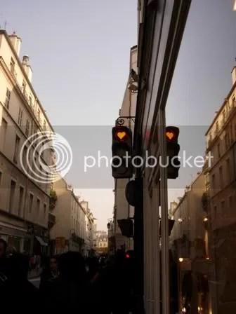Amour dans un feu rouge, dans le Marais - novembre 2006