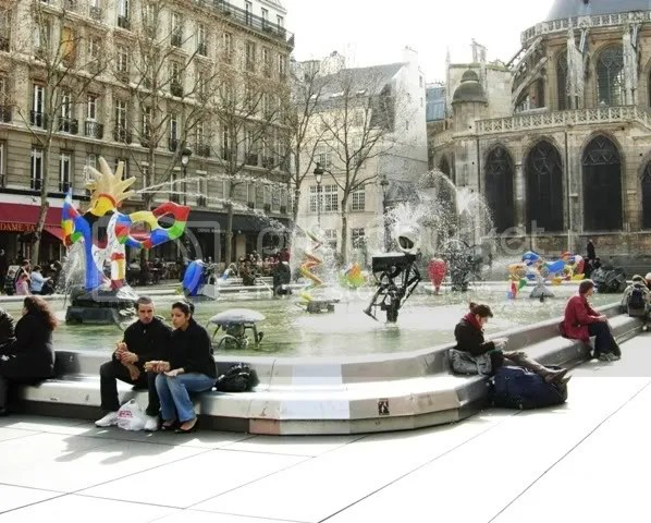 La fontaine au Centre Pompidou - printemps 2007