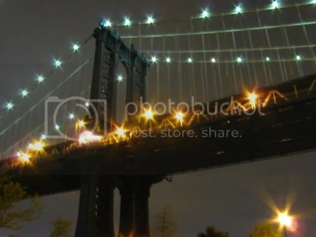 Manhattan Bridge from DUMBO (fuzzy)