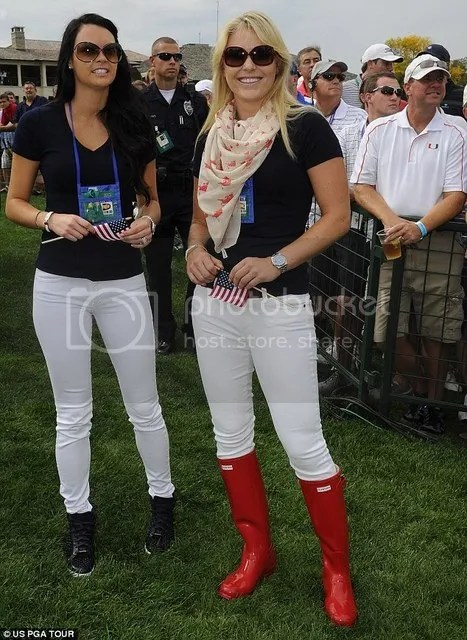 Amanda Boyd (left) and Lindsey Vonn (right) watch their other halves in The Presidents Cup in 2013.