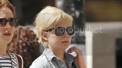 Michelle Williams hair may 7 2010