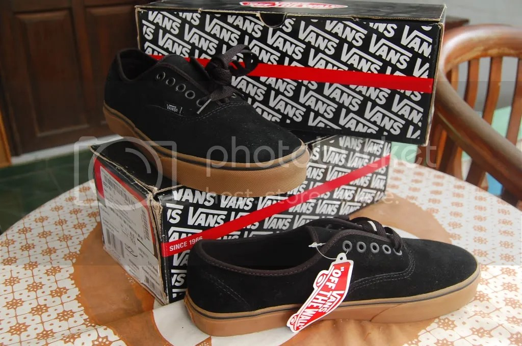 vans authentic suede black gum