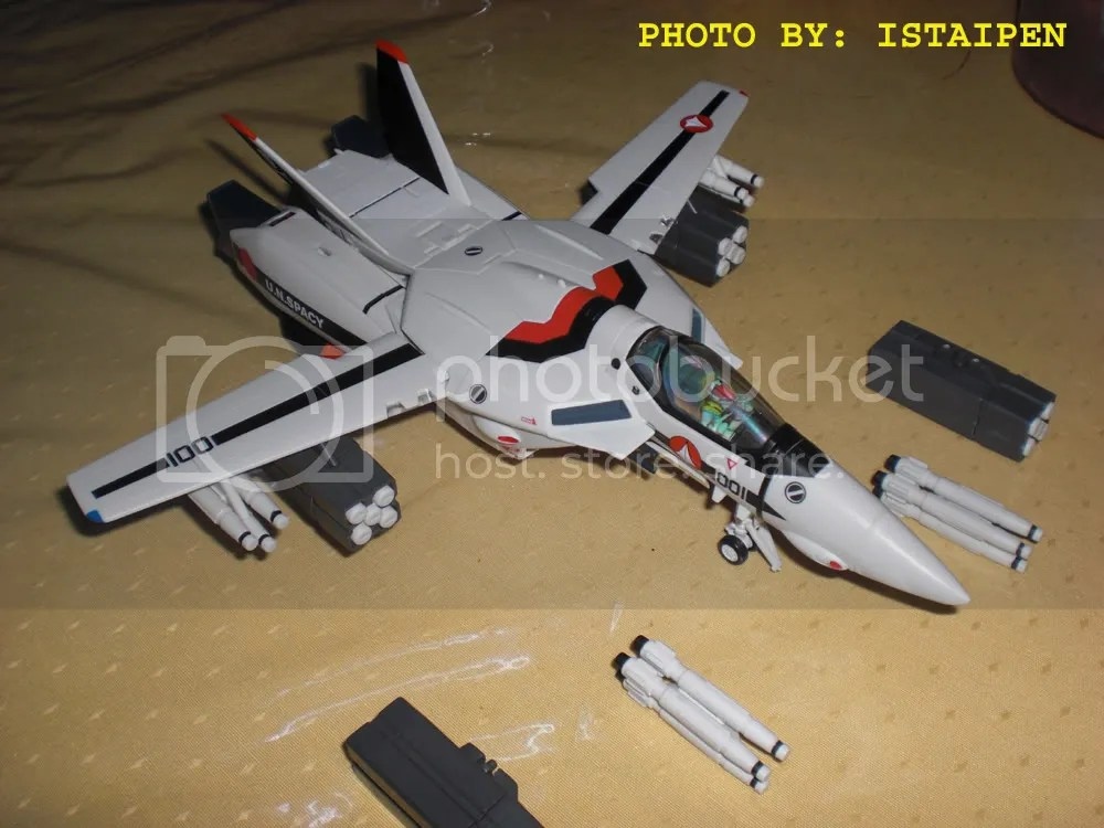 VF-1S with the missile attachments