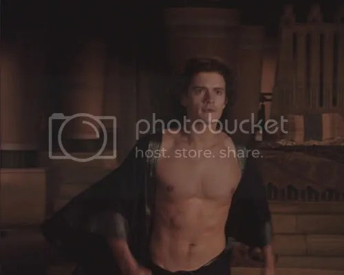 Orlando Bloom Shirtless