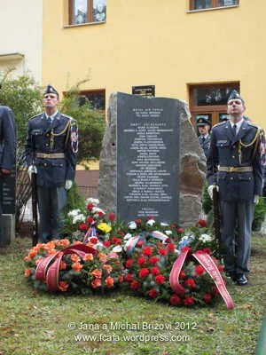 http://i171.photobucket.com/albums/u314/erding/CzRAF/Cz_Remembered_2012/DSCF2652.jpg