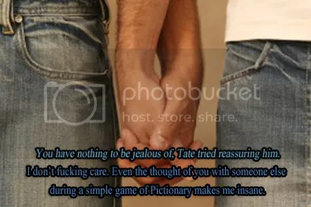 photo gay_couple_holding_hands.jpg