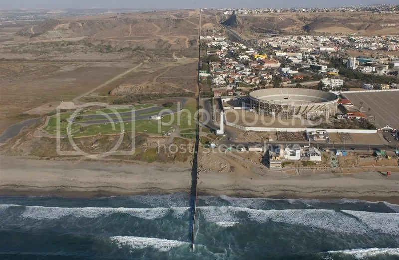 US (left) - Mexico (right) Border at the Pacific Ocean