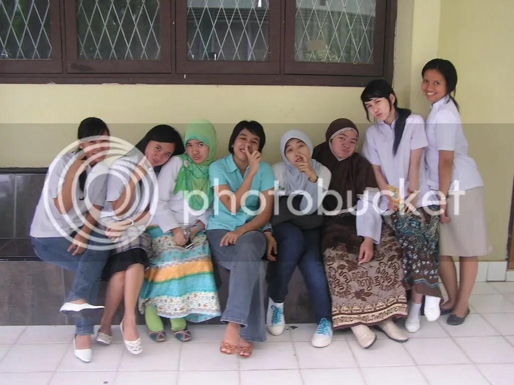 Me and girls,, pose jelek!