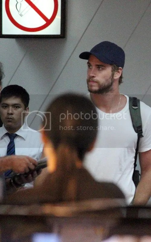 Liam Hemsworth debuts new beard in Philippines