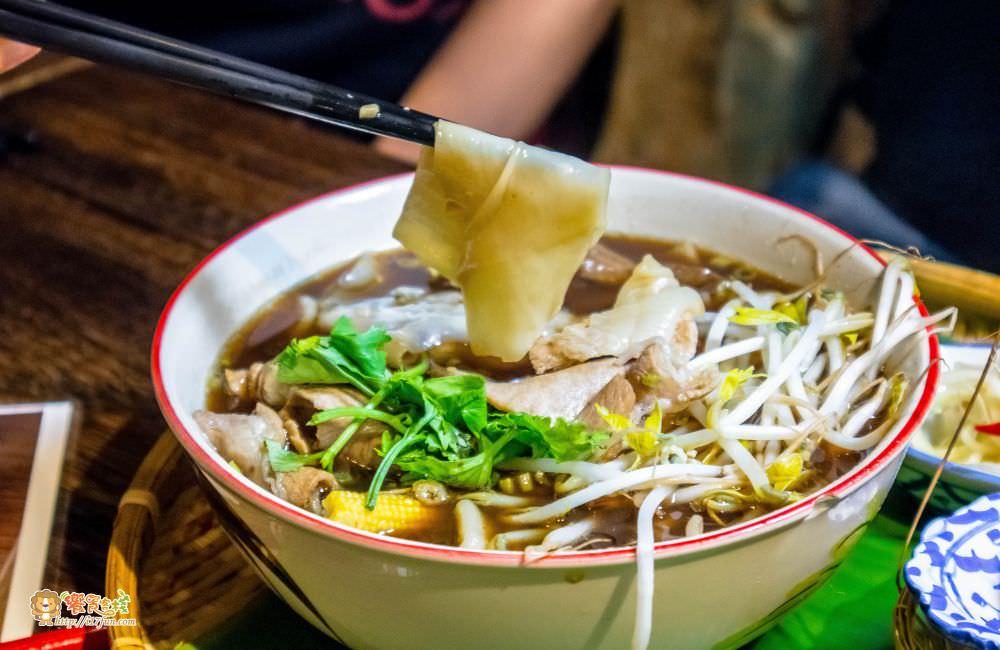 泰泰餐桌船麵