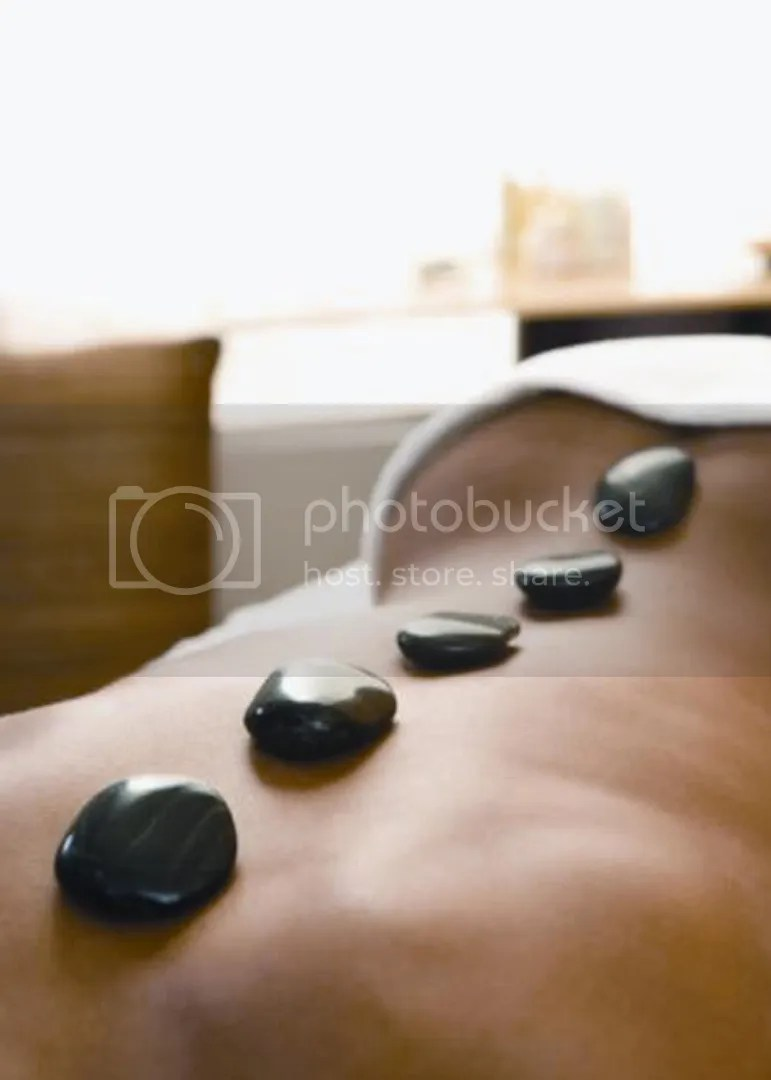 Massagem com pedras