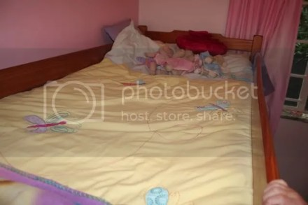 yellow bed,f2f