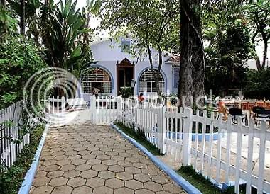Casinha Pequenina - Casa principal vista da entrada da escola