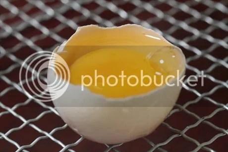 Dụng cụ tách lòng trắng trứng