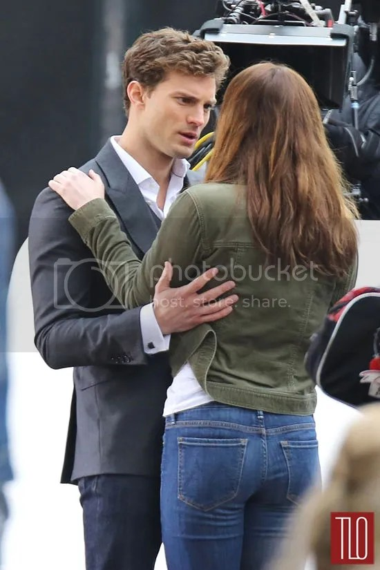 https://i1.wp.com/i183.photobucket.com/albums/x99/LATINCRAVER/Jamie-Dornan-Dakota-Johnson-Fifty-Shades-Grey-On-Set-Tom-Lorenzo-Site-3_zps46f51ba7.jpg
