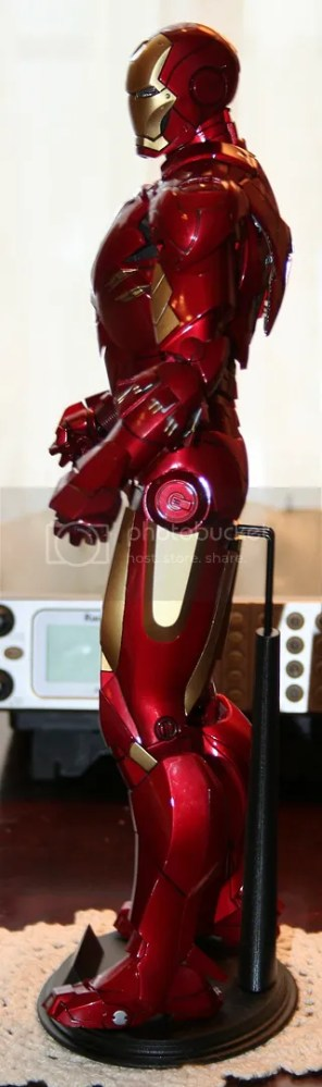 Hot Toys Iron Man Mark IV Figure Review (2/6)