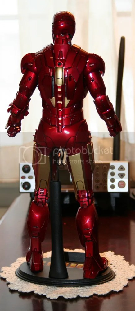 Hot Toys Iron Man Mark IV Figure Review (3/6)