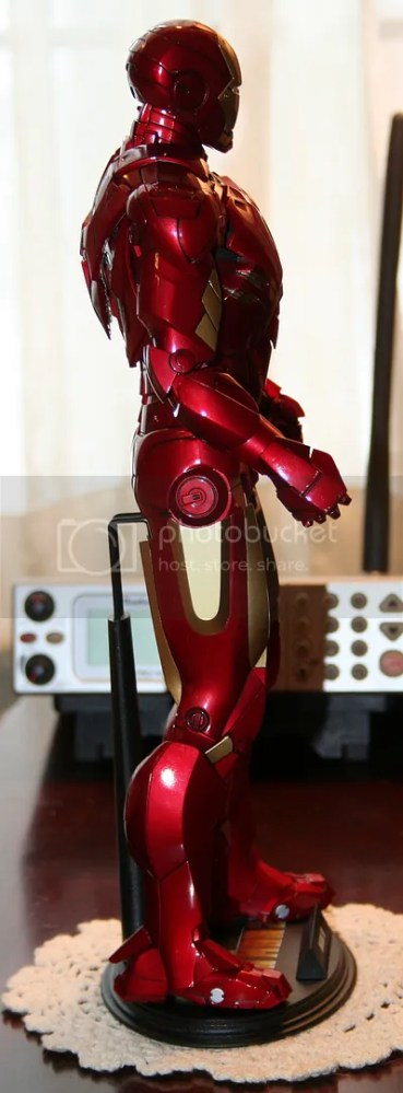 Hot Toys Iron Man Mark IV Figure Review (4/6)
