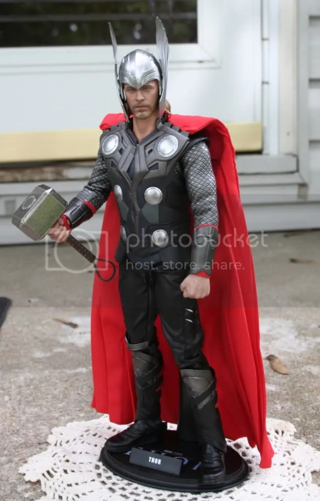 Hot Toys Thor 1:6th Figure Review (4/6)