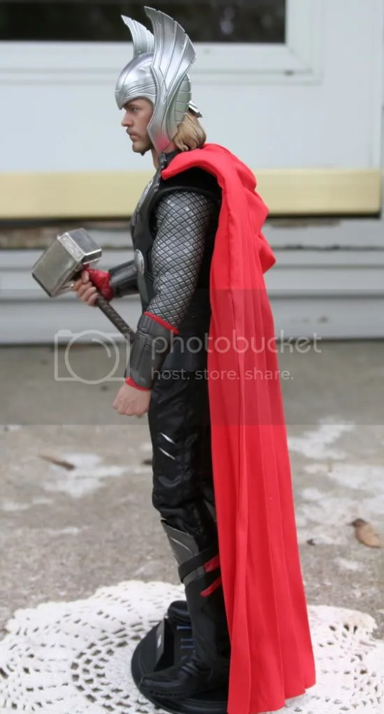 Hot Toys Thor 1:6th Figure Review (5/6)