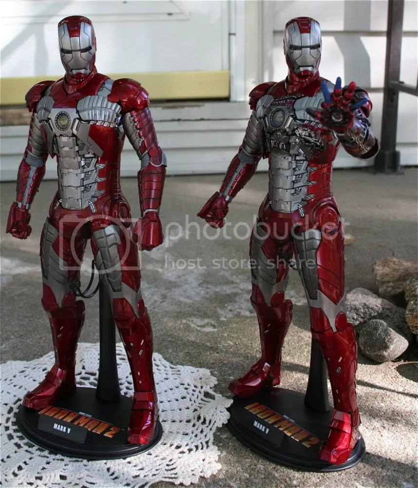 Hot Toys Iron Man 2 Mark V Review (6/6)