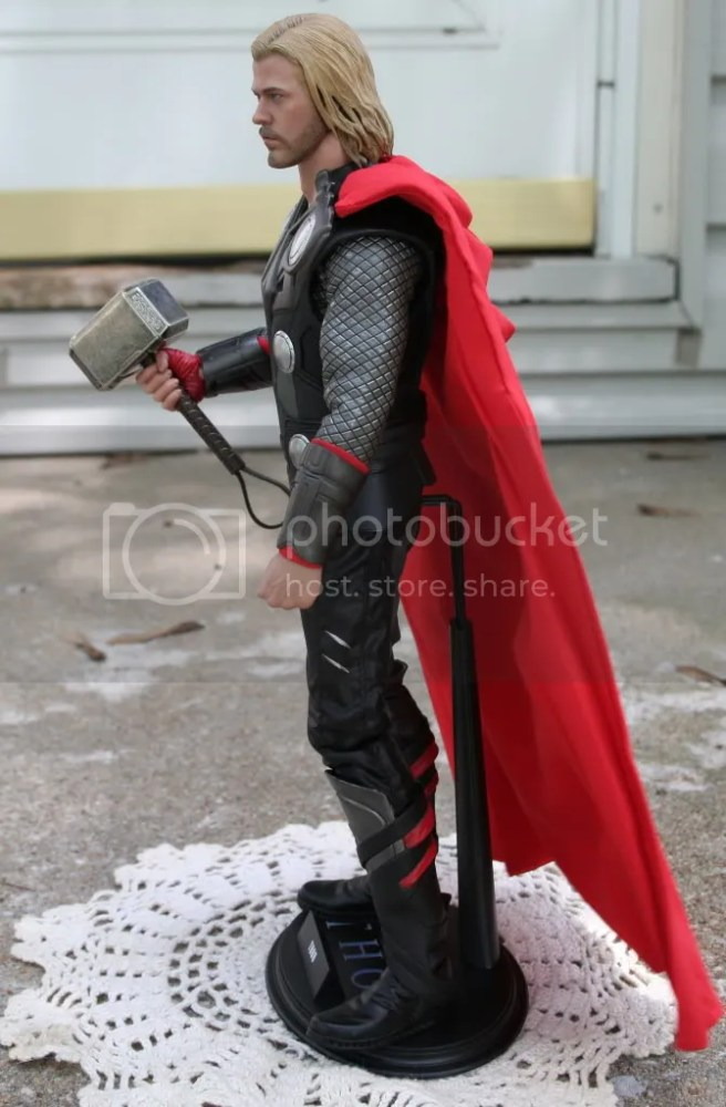 Hot Toys Thor 1:6th Figure Review (2/6)