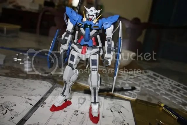 Exia, Fully armed and ready to kick ass!..Well all he needs now are decals and stickers =D