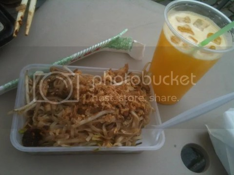 Day 9 lunch: Pad Thai at Camden Market. 5 Pounds = photo 458123_10151018263151209_247768038_o.jpg