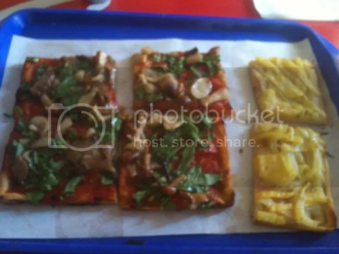 Pizza by the weight! It's less den 6 euros here. photo 459223_10151038407671209_1231162965_o.jpg