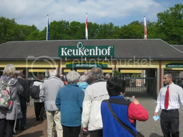Finally a sunny day for keukenhof - the place to see tulips.. yet, photo 229807_10151080131856209_1637670212_n.jpg