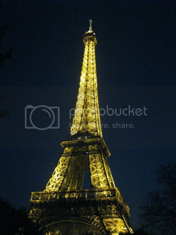 and because eiffel tower is THE landmark of Paris, we decided to pay it a visit once more, this time, at night. photo 521556_10151088189936209_825204554_n.jpg