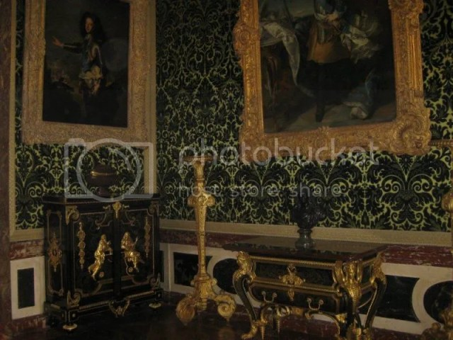 I think this was Marie Antoinette's bedroom. photo 532860_10151088179876209_220953954_n.jpg
