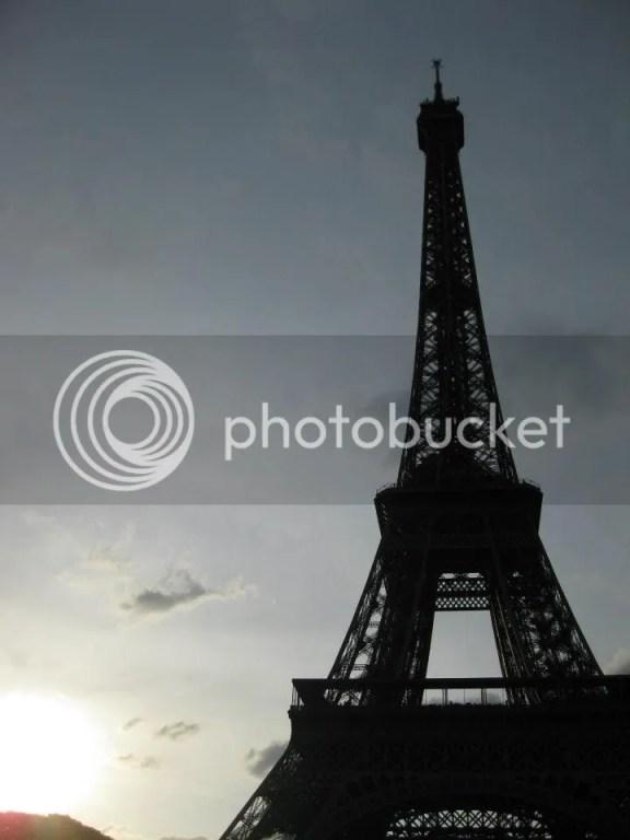 The sun is setting! photo 545506_10151088152261209_162695422_n.jpg