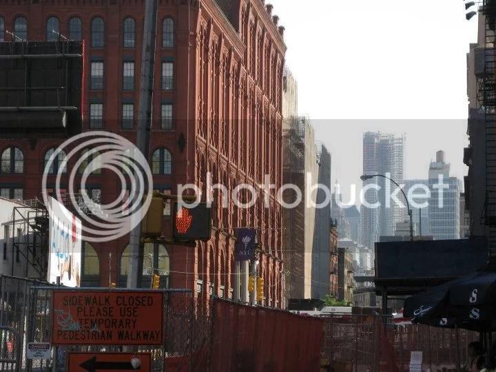 i was trying to take the NYU flag.. photo 29845_443864576208_2942897_n.jpg