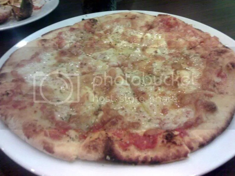 AMICI_4cheese pizza