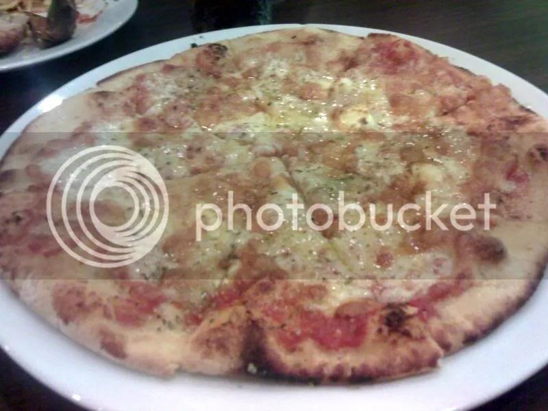 AMICI_4cheese pizza